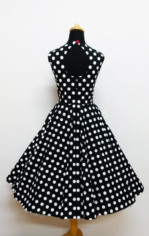 Černé s bílými puntíky
