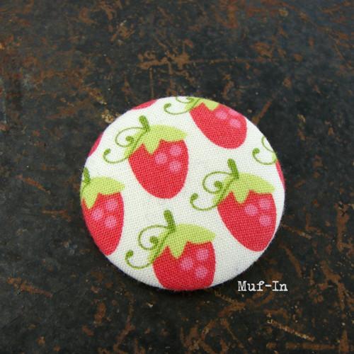 Brož (button, placka) jahodová, 4 cm