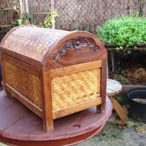 Dřevo v kombinaci s proutím - Indonesie