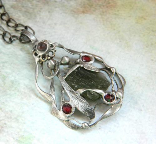 Amulet - V lesním tichu /vltavín/