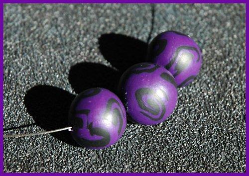 Výrazný fialový