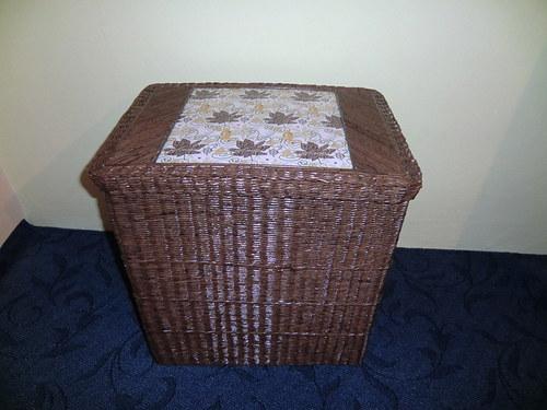 Krabice s víkem na prádlo ??