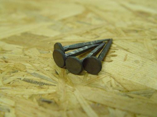 Kovaný hřebik malý plochý