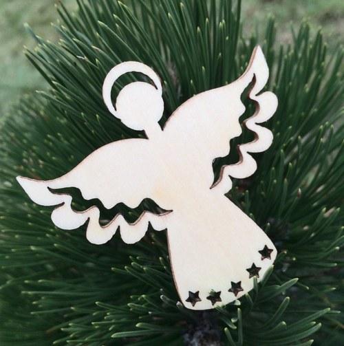 Dřevěná ozdoba andílek