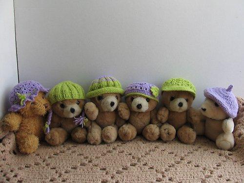 Čepice na medvědy,panenky,pštrosí vejce.