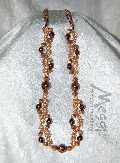Zlatohnědý náhrdelník s nugetami
