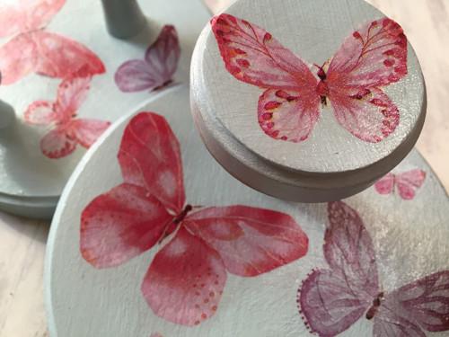 věšáky s motýly