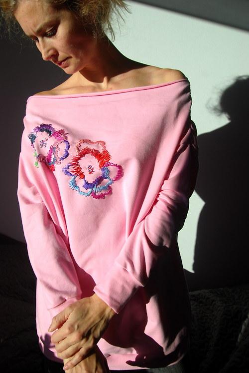 Vyšívaná mikina růžová