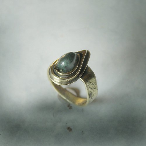 Mosazný prsten Green II.