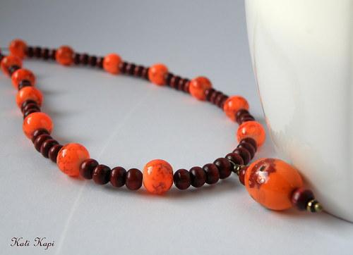 Náhrdelník z perlí a dřevěných korálků