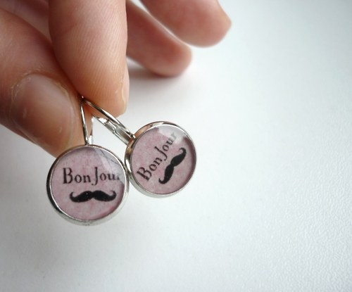 Bon jour - knírkové náušnice - růžové