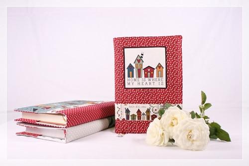OBAL NA KNIHU BLESS THIS HOME - domečky na červené