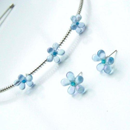 Světle modré kytičky s fialovým leskem - sada
