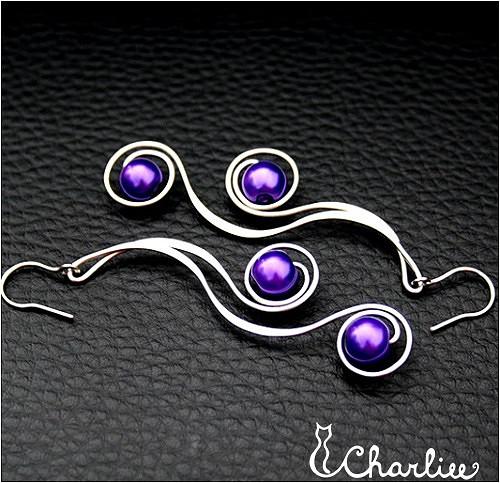 Náušnice - tepané spirály - fialové - chir. ocel