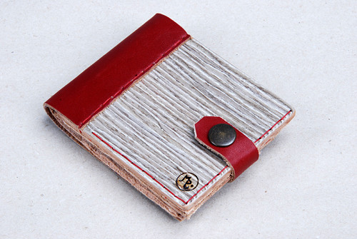 Peněženka ze dřeva a kůže