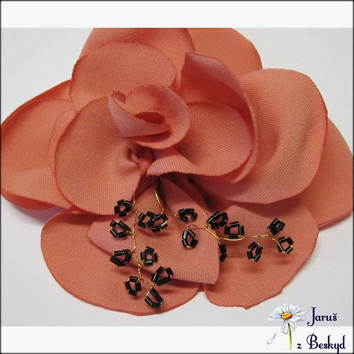 Růže do vlasů s korálky