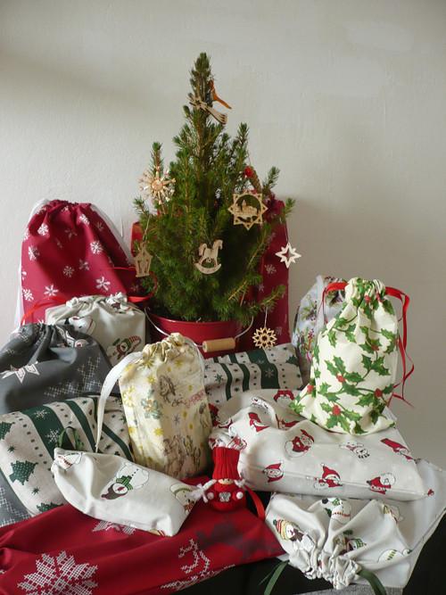 Vánoční pytlíček - šíšky a lísky cesmíny