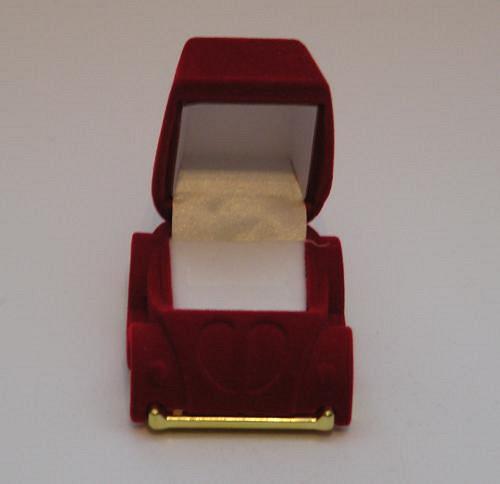 Sametová krabička na šperky - autíčko červené