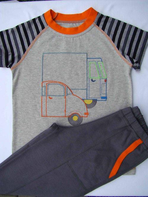 dětská souprava -triko + 3\\4 kraťasy