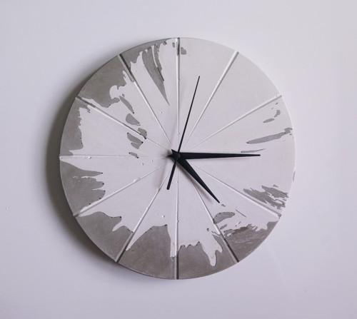 Ručne vyrobené nástenné hodiny – Concrete explosio