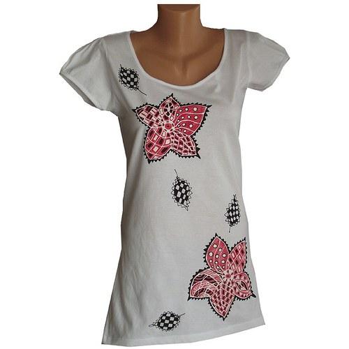 Bílé tričko s červenými květy