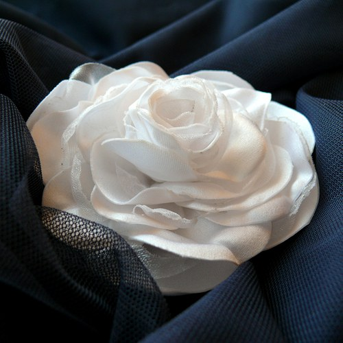 Bílá růže - brož