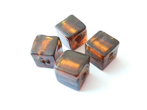 Tm. hnědé kostky se stříbrným středem 10mm/4ks