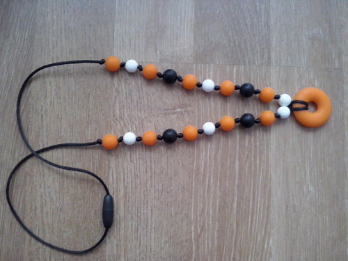 Oranžové silikonové kousací korále