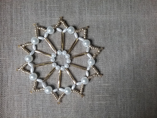 Vánoční hvězda zlatobílá perleťová 9 cm