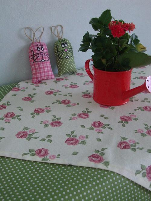 Sada ubrusů -růžové růžičky na zeleném puntíku 2mm