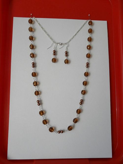 Hnědý náhrdelník a náušnice
