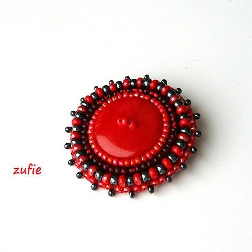 Kovově červená brož