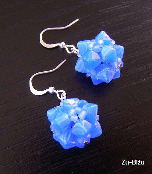 Modré vyrobené guličky