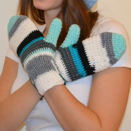 Barevné háčkované rukavice