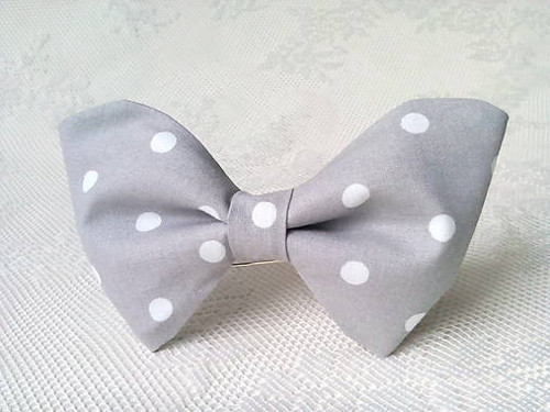 Light grey bow tie with white polka dots