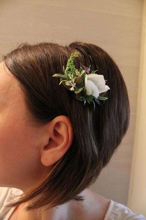 Květinová sponka do vlasů bílá s větším květem