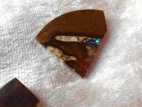 Bulder opál -fantazii tvar ( 25 x 20,5 x 3mm)