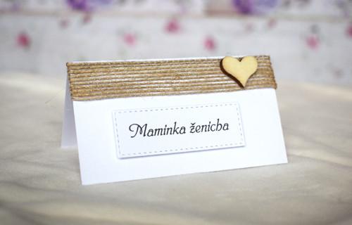 Svatební jmenovka bílá s juta stuhou a srdíčkem