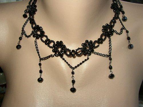 Černý večerní náhrdelník s ověsy -BURLESQUE
