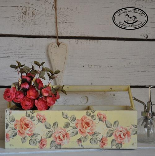 Truhlík - přepravka s růžemi