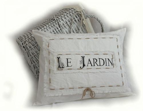 Vintage polštář v bílé s ručně malovanou šablonou