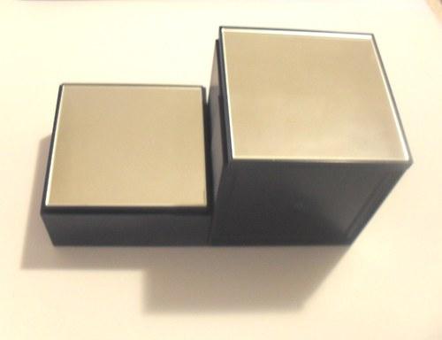plastová krabička se zrcátkem 8x8x3 cm