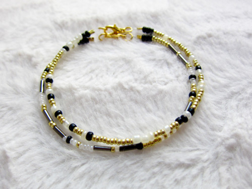 Náramek v boho stylu - zlatá, černá, bílá 1