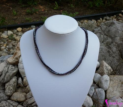 Náhrdelník - metalický černo fialový