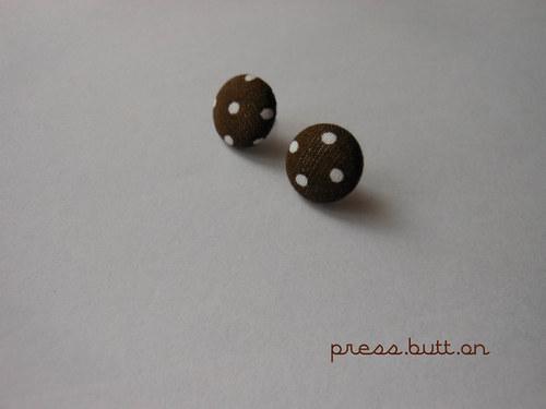 Hnědé náušnice s puntíky