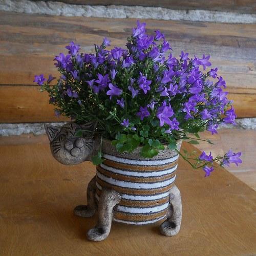 Květináč kočka pruhovaný