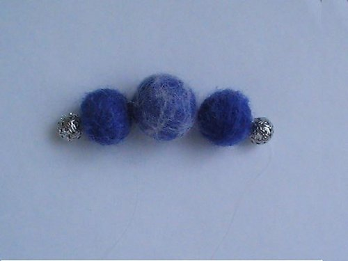 SLEVA- náhrdelník z modrých plstěnek