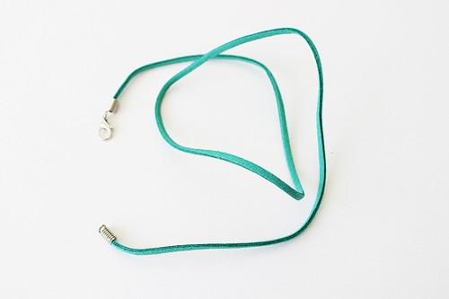 Hotový semišový náhrdelník - 50 cm - tyrkysový