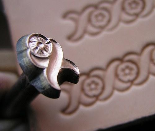 013-01 Okraj s růží - razidlo do kůže