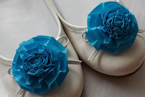 Klipy na boty pro nevěstu s tyrkysovou květinkou